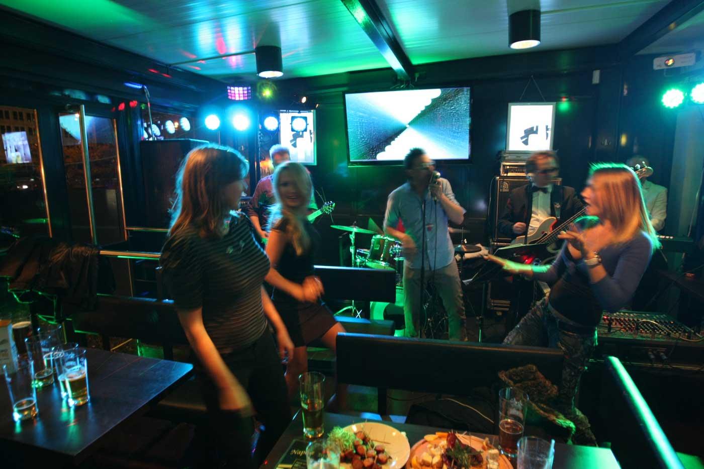 Poczuj się gwiazdą karaoke zaśpiewaj u nas